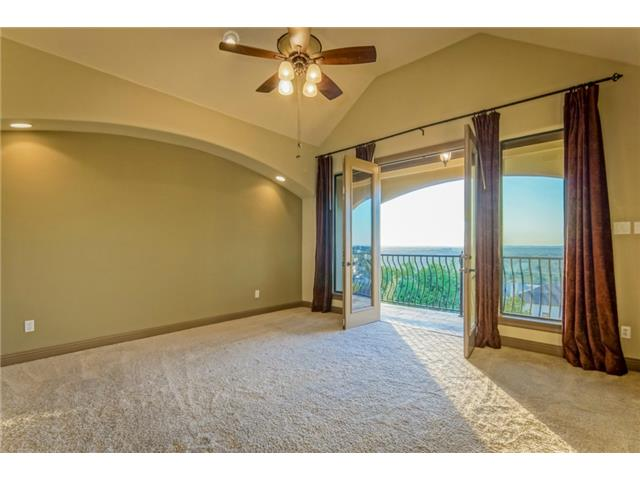 Master fit for a King! Vaulted ceilings, recessed can lights, cu